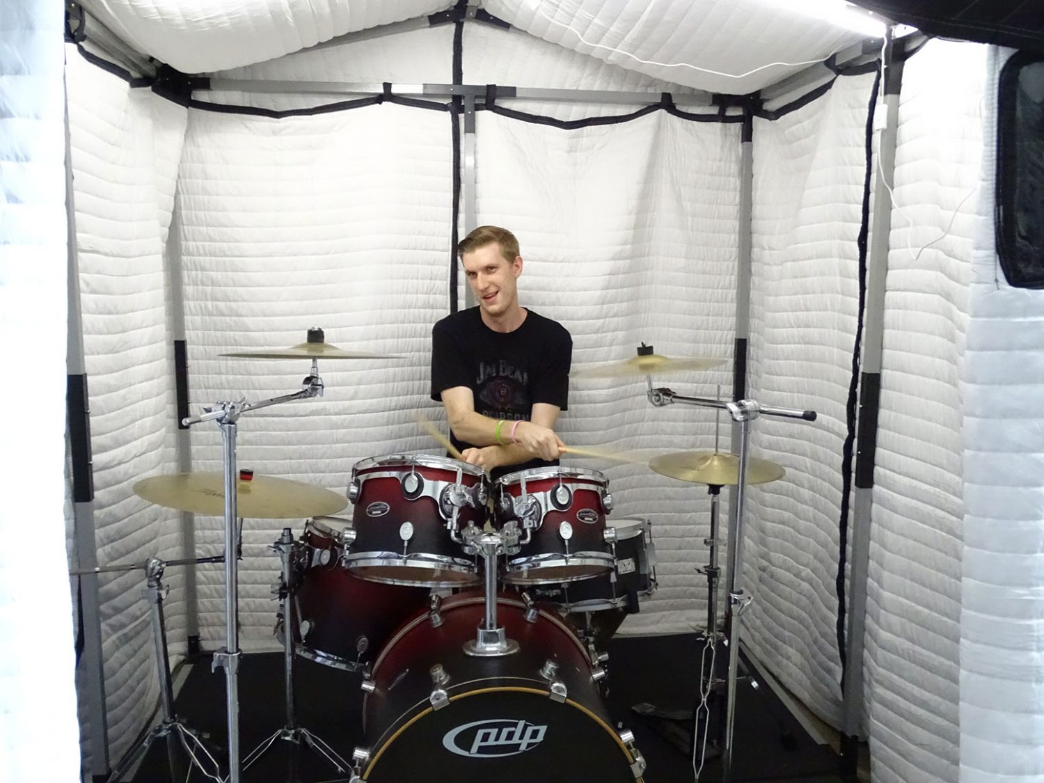 mobile acoustic vocal booth avb66 for audio recording for drummers or music band. Black Bedroom Furniture Sets. Home Design Ideas
